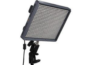 LED-Licht-Panel-Video-Film-Mieten-aputure-amaran-hr672c